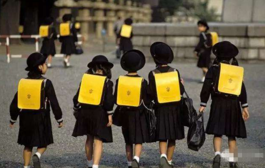 孩子上学.png